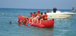 Guarda la versione ingrandita di Lignano, cade dal gommone in mare: 17enne rischia paralisi