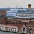 Grandi Navi lontano da Piazza San Marco a Venezia. Vertice in Procura