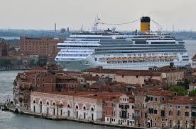 Guarda la versione ingrandita di Grandi Navi lontano da Piazza San Marco a Venezia. Vertice in Procura