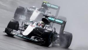 Lewis Hamilton vince Gp Formula 1 Silverstone. Ferrari male