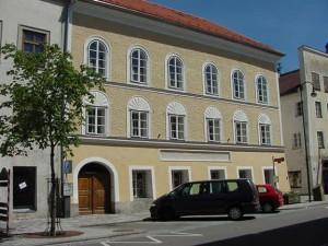 Hitler, Austria vuole demolire casa: pellegrinaggi neonazisti...