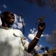 """Uomini e uccelli """"parlano"""": in Africa a caccia di miele con gli Honeyguide01"""