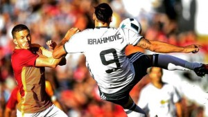 Guarda la versione ingrandita di YOUTUBE Zlatan Ibrahimovic rovesciata contro il Galatasaray