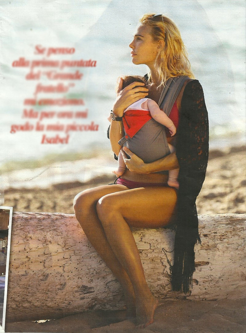 Ilary Blasi al mare con Isabel FOTO. Poi il Grande Fratello 2