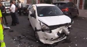 Guarda la versione ingrandita di Ostia, folle inseguimento: cileni speronano auto di un poliziotto poi...