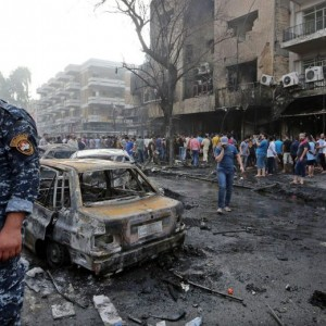 Iraq, attacco kamikaze al mausoleo sciita: almeno 35 morti