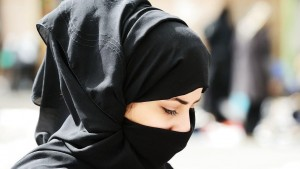 """Amina Al-Jeffery rapita dal padre e tenuta in gabbia: """"Troppo occidentale"""""""