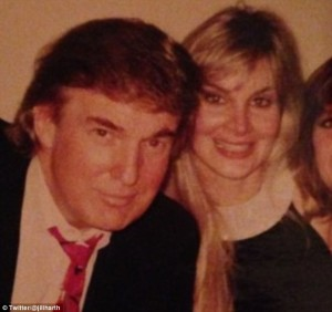 """Guarda la versione ingrandita di Donald Trump, Jill Hart lo accusa: """"Molestata da lui 20 anni fa"""""""