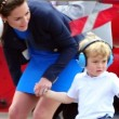 YOUTUBE Kate Middleton consola Prince George, ma la gonna...