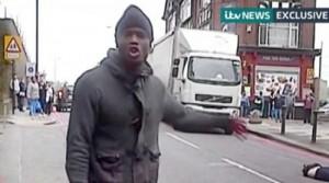 Guarda la versione ingrandita di Militare Raf minacciato con coltello, allarme terrorismo in Gb (nella foto, il delitto di Lee Rigby)