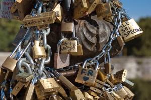 """Venezia, vigili contro i """"lucchetti dell'amore"""": rimossi 157"""