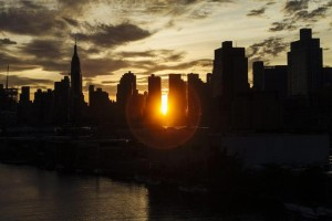 YOUTUBE Manhattanhenge a New York: sole si allinea perfettamente con le strade