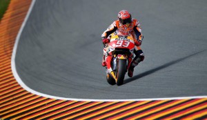 epa05427591 Spanish MotoGP rider Marc Marquez of Repsol Honda in action during the third free training at the Motorcyle World Championship Grand Prix Germany on the Sachsenring in Hohenstein-Ernstthal, Germany, 16 July 2016.  EPA/JANWOITAS