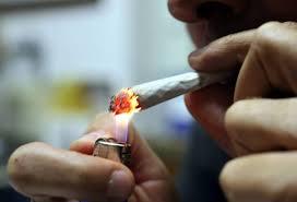 Guarda la versione ingrandita di Marijuana, il fumo danneggia il cuore più delle sigarette