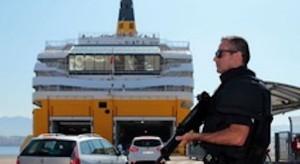 Guarda la versione ingrandita di Marsiglia, esplosione sotto traghetto per la Corsica: passeggeri evacuati