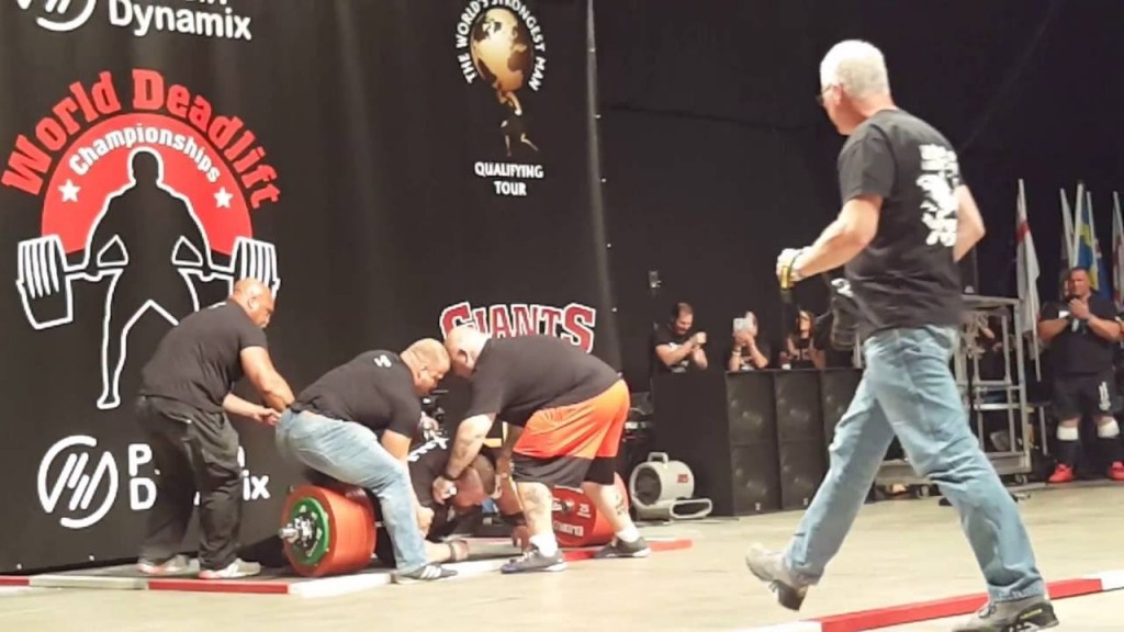 VIDEO YOUTUBE Eddie Hall solleva 500 kg (record) e sviene 05