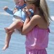 Michelle Hunziker di nuovo incinta? Intanto al mare rimane senza... 6