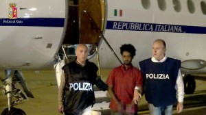 Scafista, nel telefonino foto choc migranti: cannibalismo, corpi smembrati