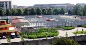 Milano, rivolta al centro di accoglienza di via Corelli: migranti occupano struttura