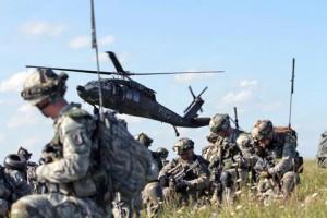 Guarda la versione ingrandita di Renzi annuncia: 150 militari italiani nel battaglione Nato in Lettonia (ex Urss). Nella foto: esercitazione di truppe appartenenti a paesi NATO. ( Sgt. Christina Dion / HANDOUT / ANSA)