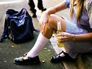 Trento, ragazza di 16 anni ubriaca gira video osé e finisce su Whatsapp: denunciati