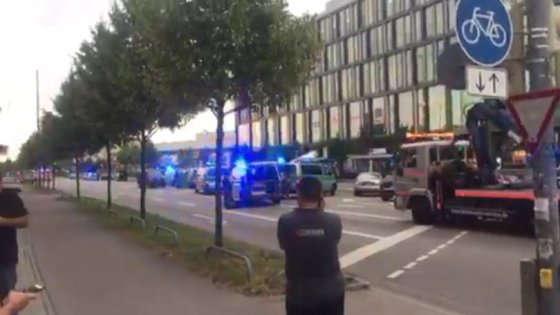 """Monaco di Baviera: spari in centro commerciale, """"molti morti"""""""