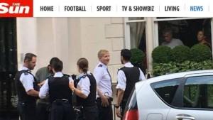 Guarda la versione ingrandita di Mourinho, ladro in casa mentre lui guarda la finale degli Europei...