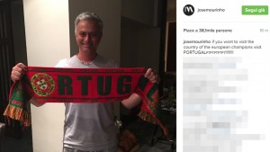 Josè Mourinho in pigiama festeggia Portogallo campione d'Europa FOTO