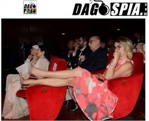 Giampiero Mughini vede gambe di Elena Stancanelli e... FOTO