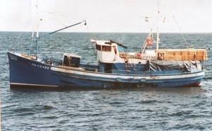 Guarda la versione ingrandita di Nave militare inglese affondò peschereccio francese? Mistero di 12 anni fa, con 5 morti: il naufragio del Bugaled Breizh fu causato da una manovra sbagliata durante una esercitazione Nato?