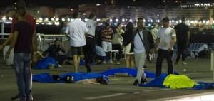Nizza: camion sulla folla del 14 luglio. Attentato, decine di morti