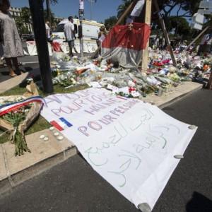 Guarda la versione ingrandita di Nizza, niente polizia a proteggere la zona pedonale il 14 luglio