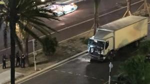 """Nizza, strage premeditata da mesi: 5 complici, c'è un tunisino """"pugliese"""""""
