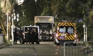 Nizza: cosa è successo. Come un tunisino in camion ha fatto 84 morti e 100 feriti