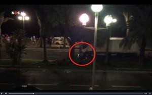 VIDEO YOUTUBE Nizza, poliziotto in scooter affianca attentatore: ucciso