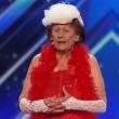 VIDEO YOUTUBE Nonna striptease: si spoglia a 90 per America's Got Talent