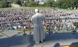 """Papa Francesco: """"Dio tocchi il cuore dei terroristi"""""""