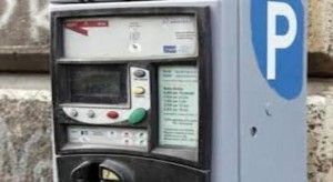 Strisce blu, se il parchimetro non ha il bancomat parcheggi gratis