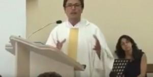 Guarda la versione ingrandita di YOUTUBE Don Giuseppe Milo, parroco anti Higuain:
