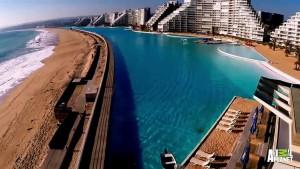 Guarda la versione ingrandita di YOUTUBE Piscina più grande del mondo: 77mila metri quadrati ed è lunga 1 km