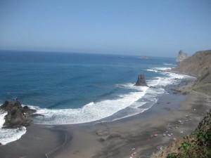 Tenerife, ragazzo italiano fa il bagno e scompare in mare