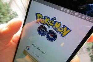 Pokemon Go: per non interrompere gioco fa pipì su macchina. Ma...