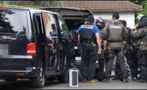 Germania, entra armato in studio legale a Stoccarda: u****e e si spara