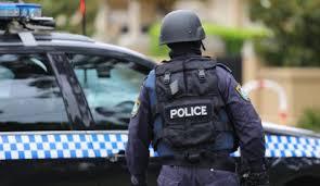 Guarda la versione ingrandita di Sydney, auto con bombole di gas davanti a Polizia. Terrorismo?