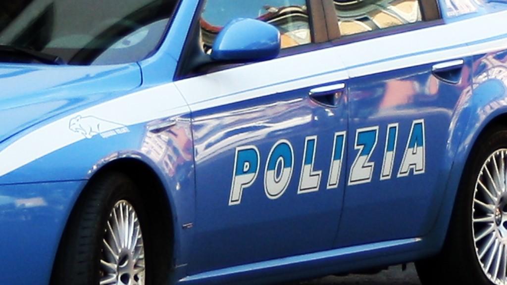 Cagliari, conducente ubriaco sperona auto della polizia