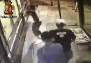 Milano, accoltellato sul tram, arrestati due ventenni del Salvador