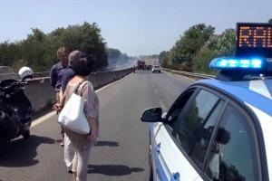 VIDEO YOUTUBE Pontina, 22 luglio nuovo incendio: traffico in tilt, 6km di coda