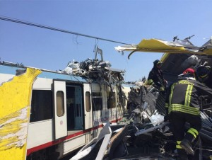 """YOUTUBE Scontro treni Puglia: """"Ho salvato mio marito scavando sotto lamiere """""""
