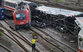 Guarda la versione ingrandita di Scontro treni Puglia: 10 mln a vittime, 200mila a famiglia