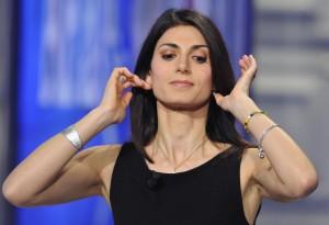"""Virginia Raggi, ex marito su Facebook contro Roma Fa Schifo: """"Solo m..."""""""